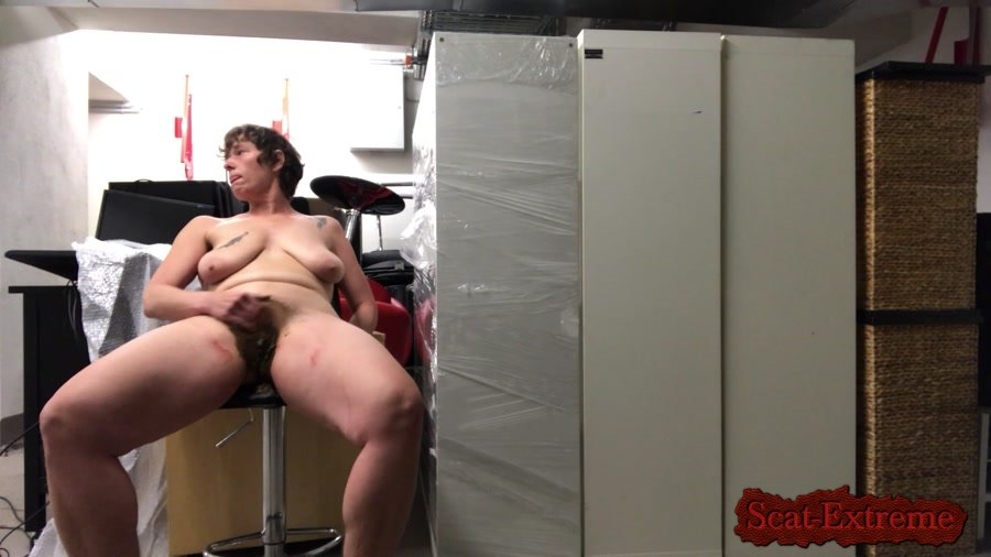 NoraNature FullHD 1080p Fun in a storage [Solo, Scatting, Masturbation, Milf]